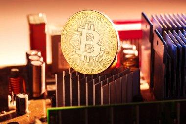 Bitcoin ve işlemci üzerinde kırmızı bir arka plan görüntüsü