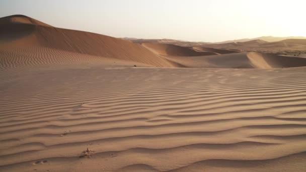 wunderschöne Rub al Khali Wüste bei Sonnenaufgang Stock Footage Video