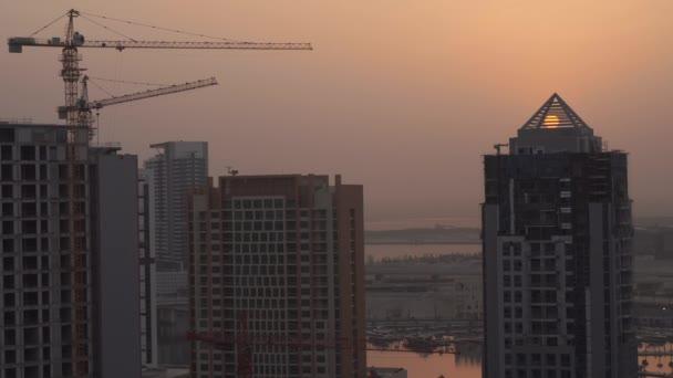 Východ slunce za mrakodrap v Downtown Dubai stopáže videa