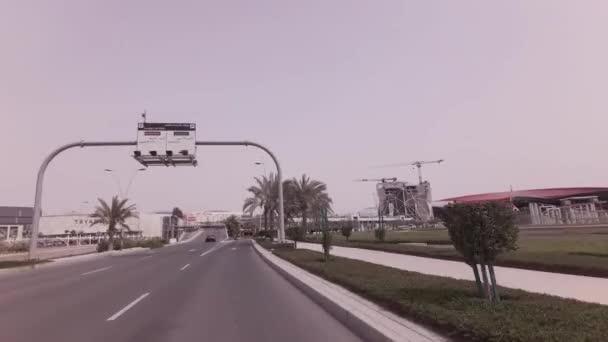 Abu Dhabi, Emiráty - 03 dubna 2018: Auto výlet na ostrov Yas světa Ferrari v Abú Dhabí stopáže videa