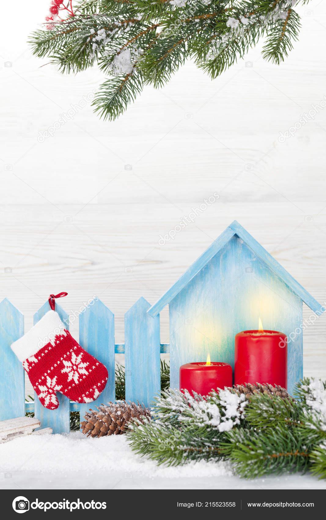 décoration noël bougies branche sapin recouvert neige avant paroi