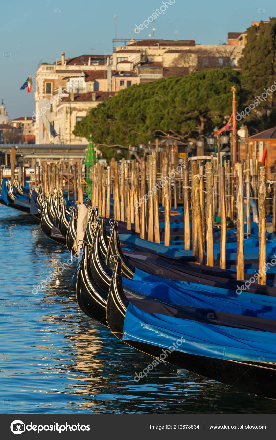 Góndola Gran Canal Venecia Italia — Foto de stock © mazzzur  210678834 6f85a37b477