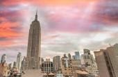 Západ slunce panoramatu Manhattanu v New Yorku na podzim.
