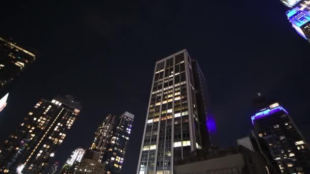 Úžasnou noční světla Midtown Manhattanu, letecký pohled na New York City v noci