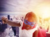 Dítě se chová jako superhrdina zachránit svět