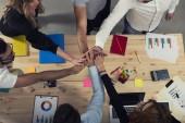 Geschäftsleute, legte ihre Hände zusammen. Konzept der Integration, Teamwork und Partnerschaft