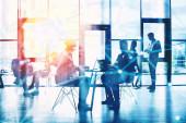 Hálózati háttér koncepció üzletemberek sziluett dolgozik az irodában. Kettős expozíció és hálózati hatások