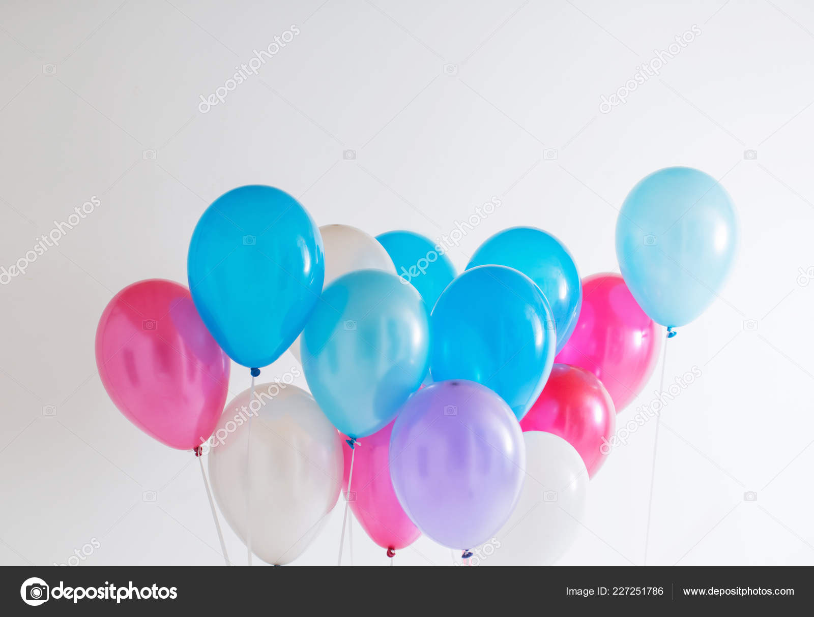 62a3c3cab590 Μπαλόνια Άσπρο Φόντο — Φωτογραφία Αρχείου © Kruchenkova  227251786