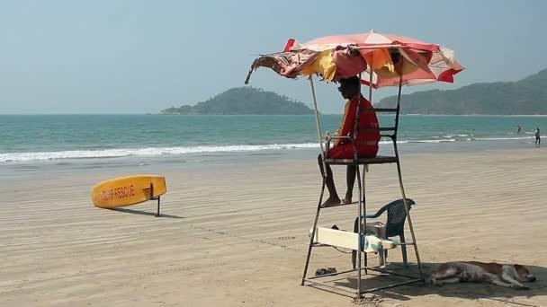 Goa, Indie - 17 únor 2016: Plavčík Palolem beach