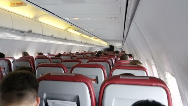 Moskva, Ruská federace 18 října 2017: interiér letadla s cestujícími na sedadlech.