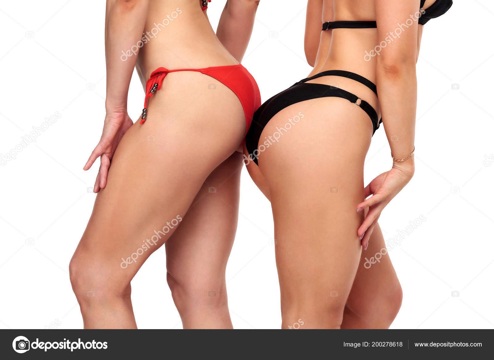 Bikini Están Dos Negro Fondo Mujeres Sobre Sexy Rojo Posando lKJc3u1TF