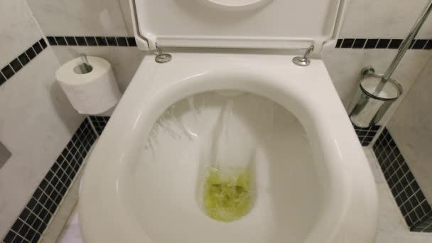 öblítsük le a WC-n