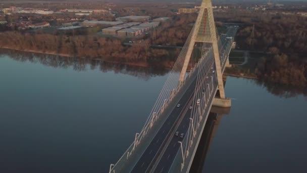 Silniční most na řece
