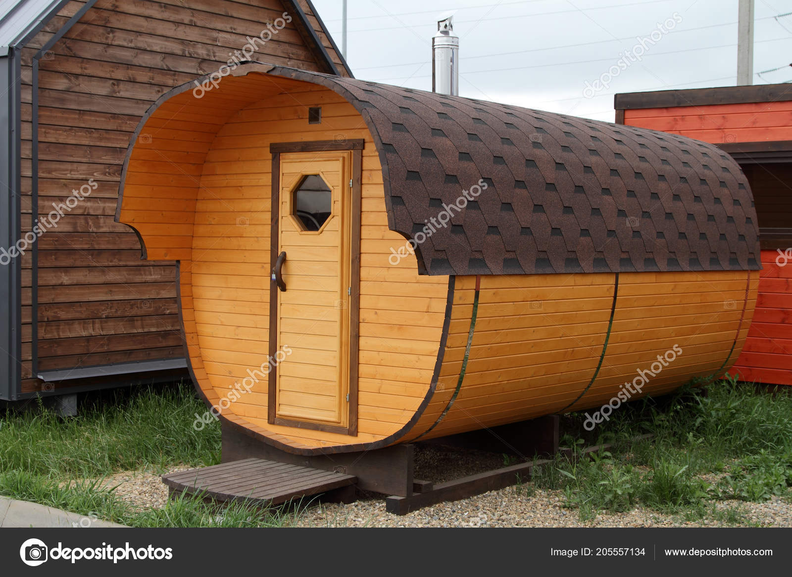 Mobile Bagno Compatto : Mobile bagno compatto sotto forma barilotto legno u foto stock