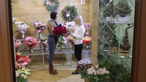 Květinářství a flower shop správce připravit objednávku