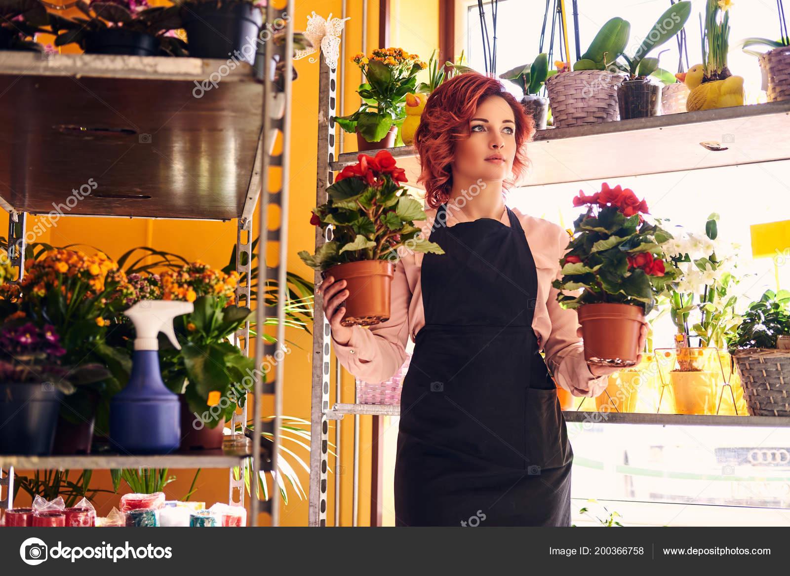 Секс в магазине цветов, Красивый секс продавца с клиенткой в магазине 20 фотография