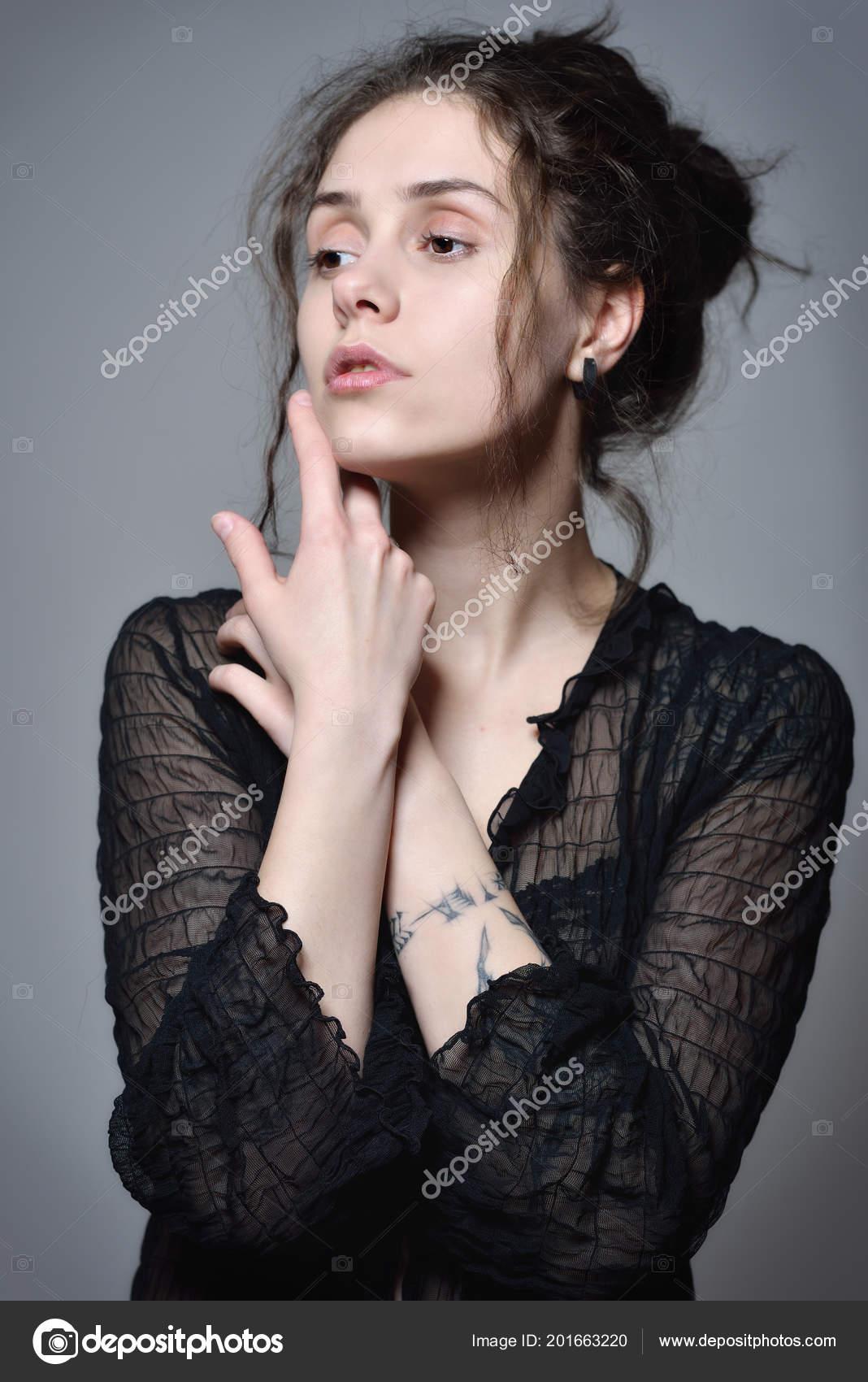 Transparente Hermosa Mujer Con Pelo Curva Negra Blusa Tatuaje 6gyYbf7