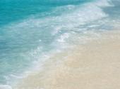 Detail vlny oceánu. Čisté moře, surfovat na ostrovech