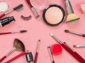 Pro profesionální make-up, nastavit různé kartáče pro použití prášku a oční stíny. Nadace a kosmetiky