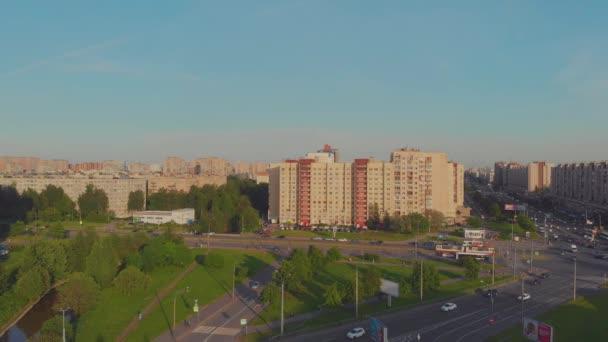 Szentpétervár, Oroszország-június 27 2019: Nevsky District, házak, utak