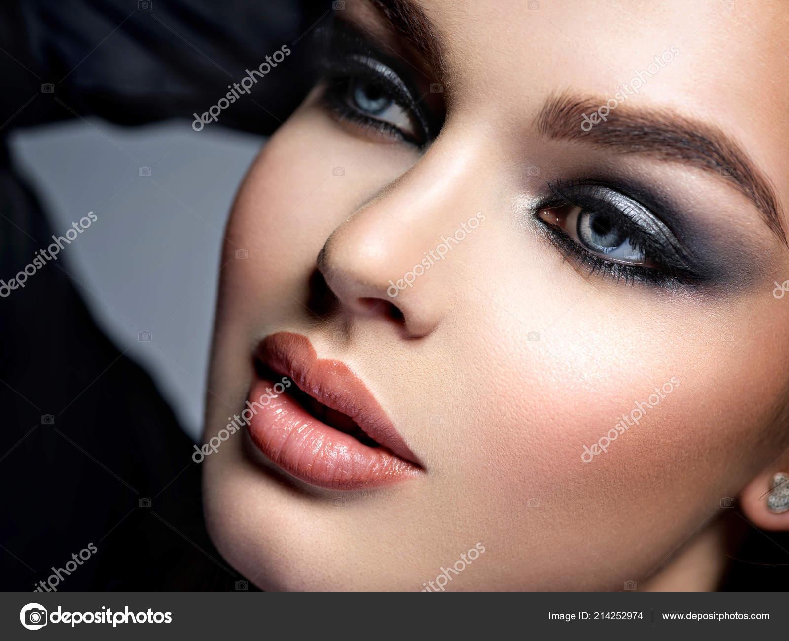 Nahaufnahme Gesicht Eines Schönen Mädchens Mit Make Stil Smokey Eyes