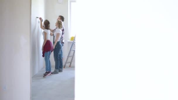 Rodinné Malování zdi v místnosti