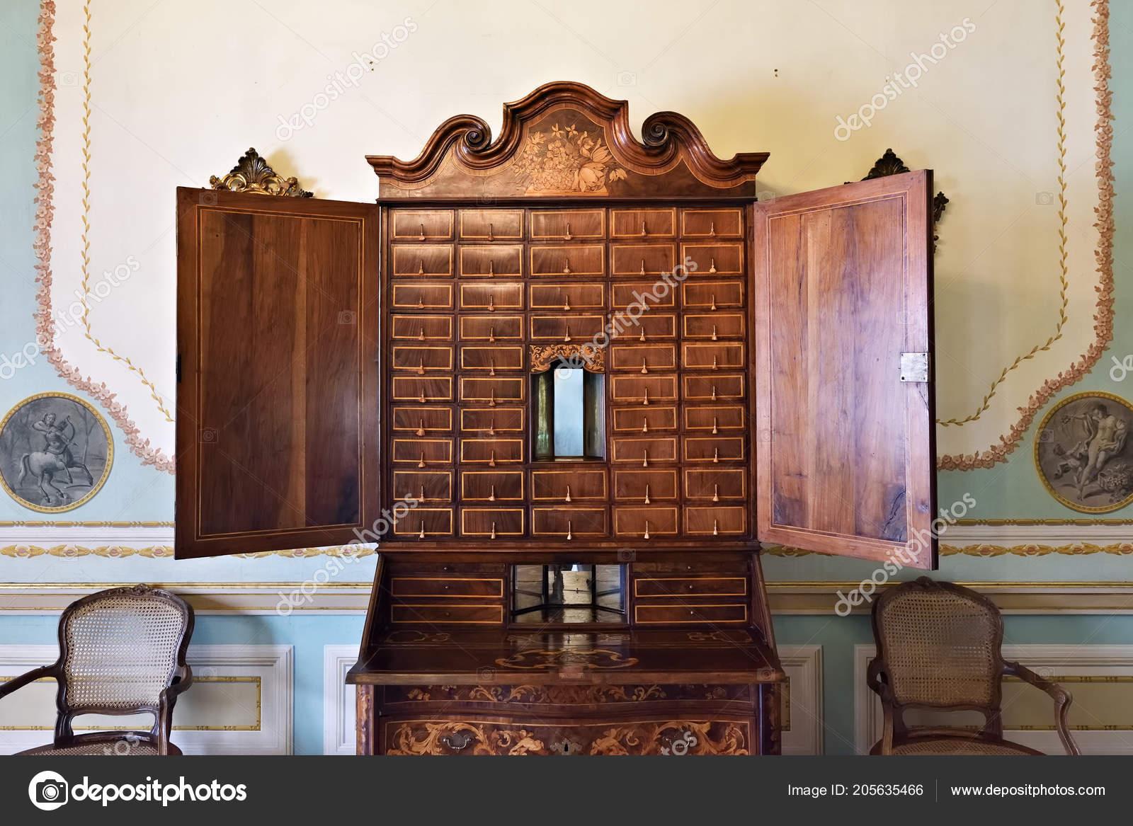 Queluz portugal juin antique bureau bois avec portes