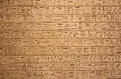 hieroglyfy na zdi