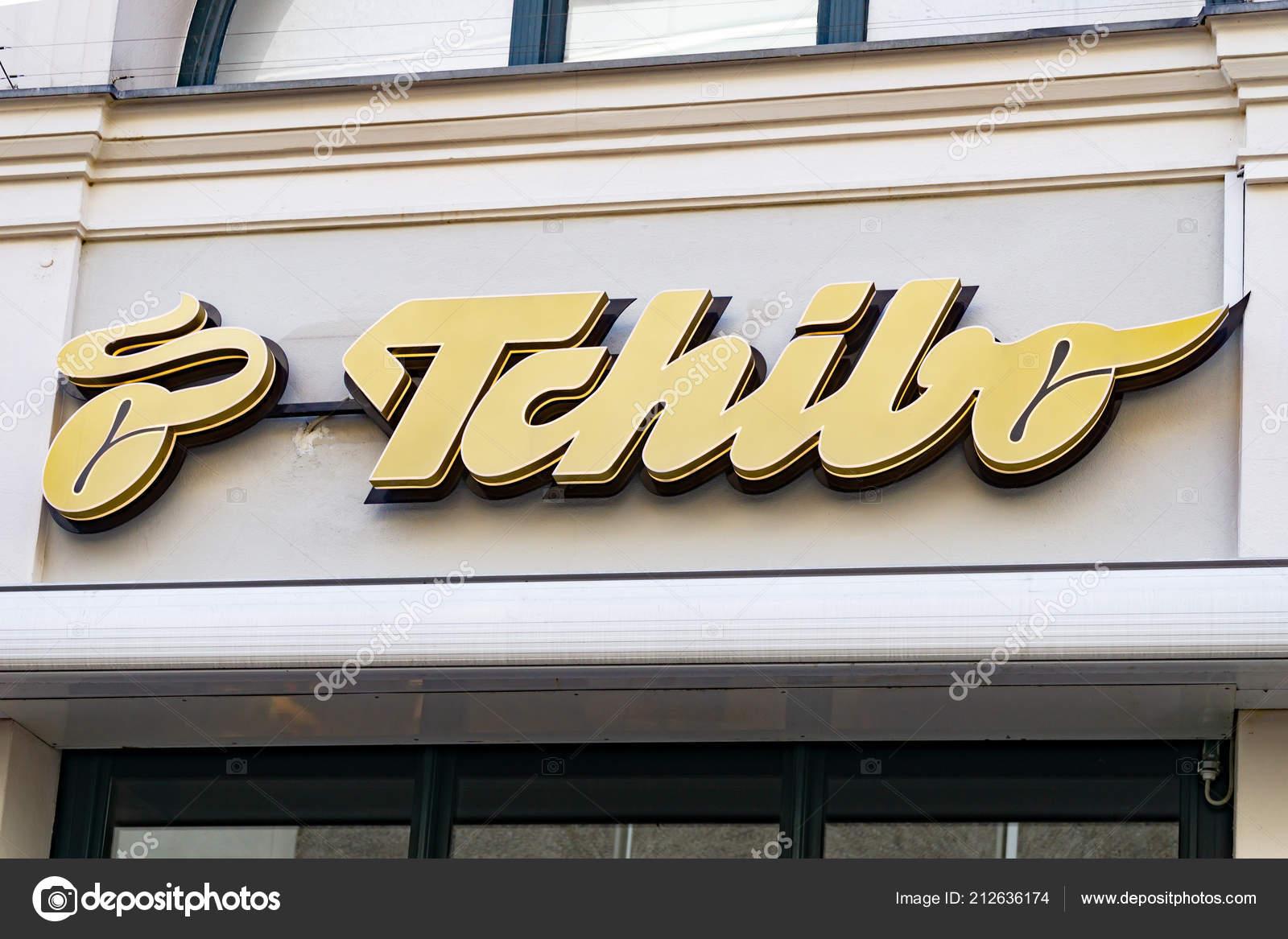 letzte Auswahl gut klassische Passform Wiesbaden Germany June 2018 Tchibo Logo Facade Tchibo Coffee ...