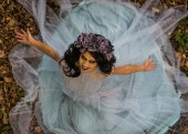 Fotografie make up of dead bride with black hair dressed wedding clothes in the forest