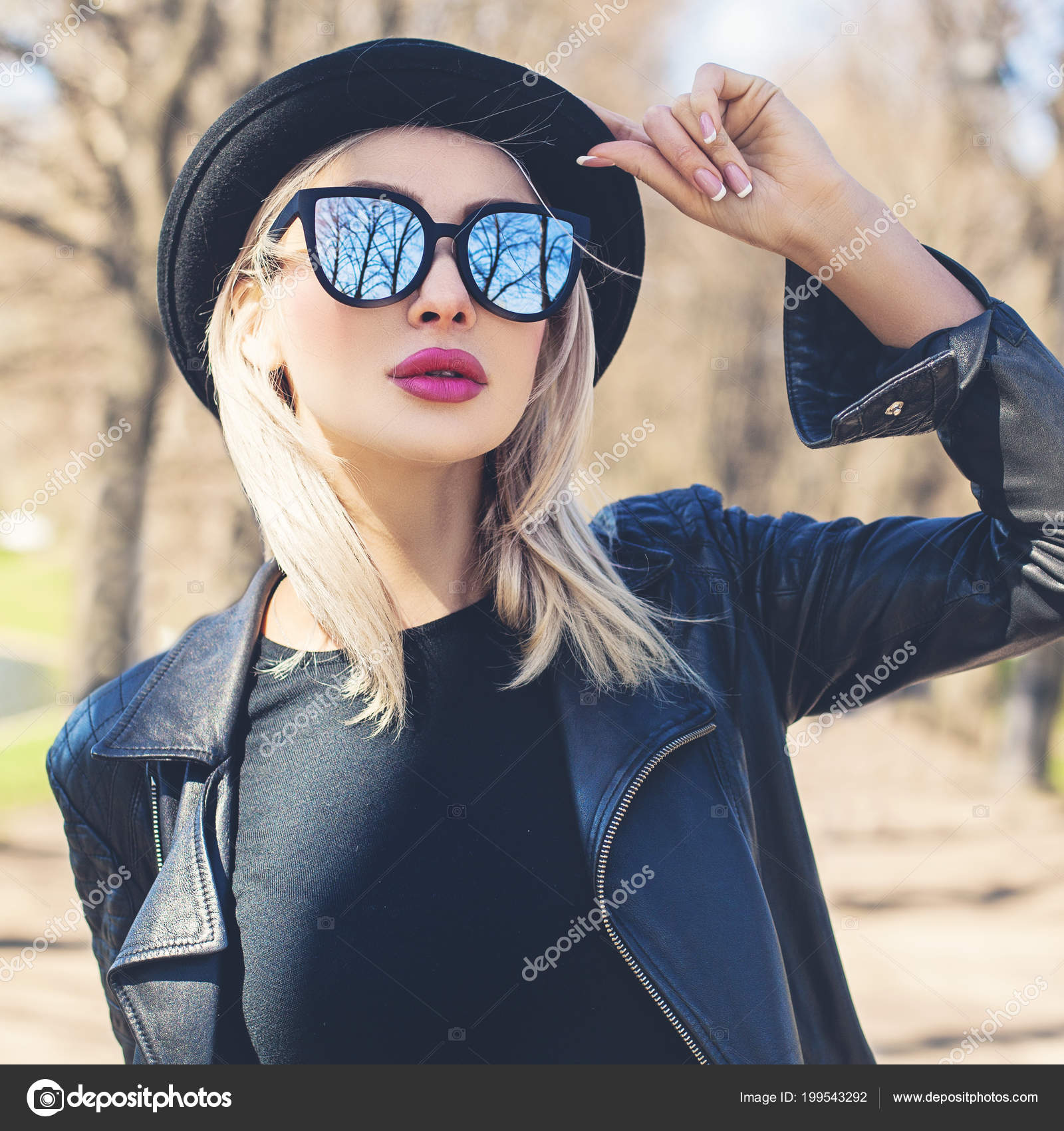 8cb7be7b157 Perfect Young Woman Outdoors Female Model Face Girl Black Hat — Stock Photo