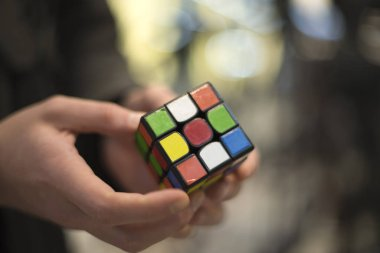 man collects the cube rubik. Intellectual puzzle