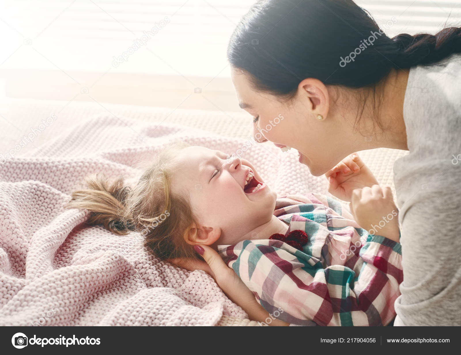 nice baby girl her mother enjoy sunny morning good time — stock