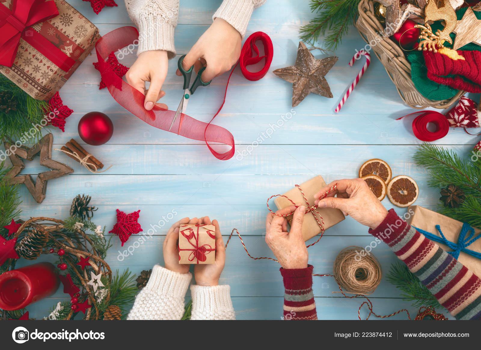 Regali Di Natale Per La Nonna.Buon Natale Buone Feste Nonna Madre Figlia Preparare Regali