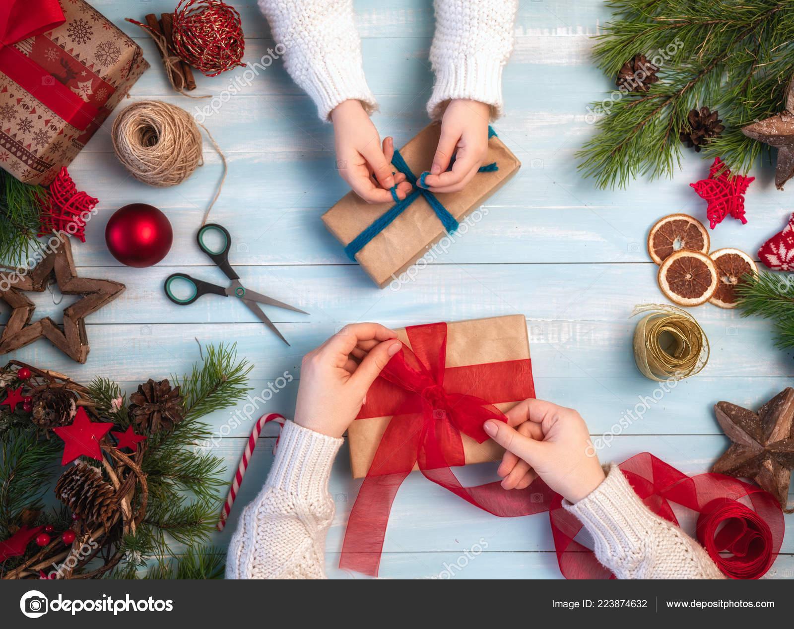 Frohe Weihnachten Und Schöne Feiertage Eine Mutter Und Tochter ...