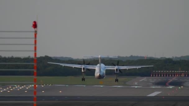 turbovrtulové letadlo přistání