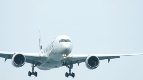 Letadlo se blíží Phuket Letiště