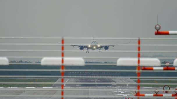 Velkokapacitní letadlo přistání