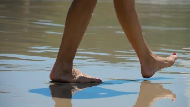 Bosá pláž pěšky