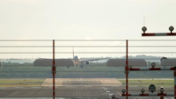 Velkokapacitní letadlo se blíží