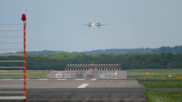 Turboprop-Flugzeug im Landeanflug