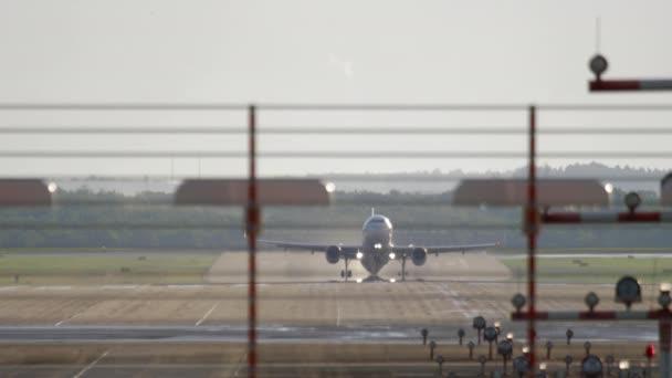 Düsenflugzeug gestartet