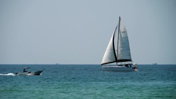 Luxus Yacht közelében Phuket