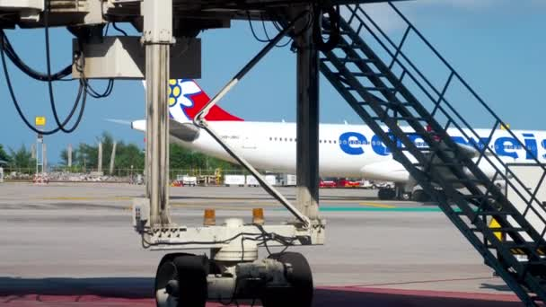 Flugzeug rollt vor dem Abflug