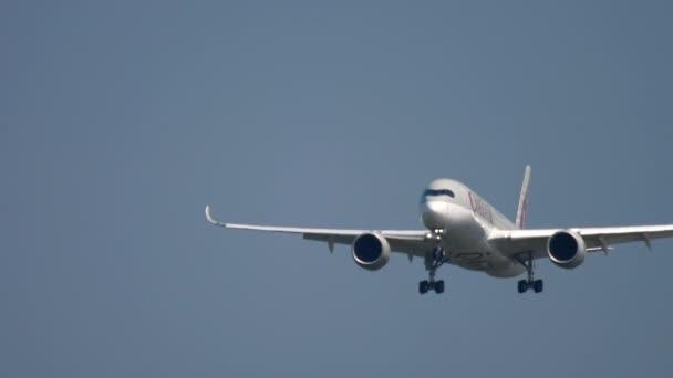 Qatar airways airbus a350 im Anflug