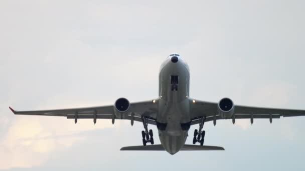 Großraumflugzeug gestartet