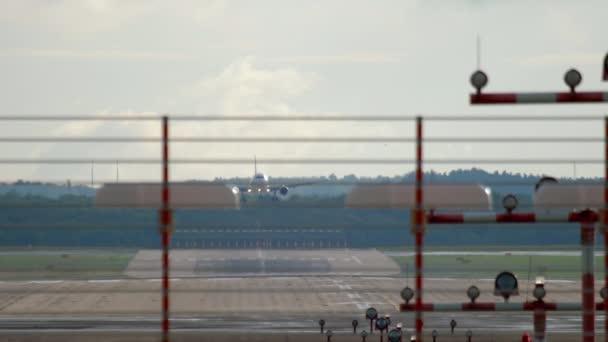 Letadlo Jet a přistání