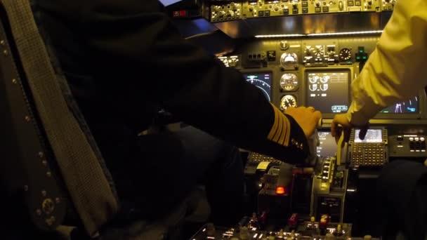 Cockpit ziviler Flugzeuge.