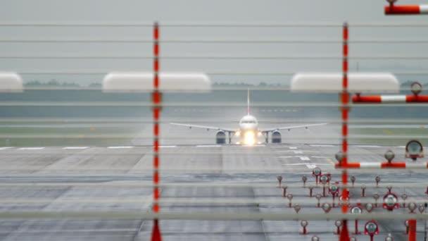 Düsenflugzeug hebt ab