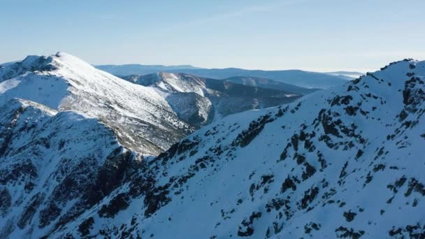 Letecký pohled na zasněžené Vysoké Tatry za jasného počasí. Slovensko, Chopok